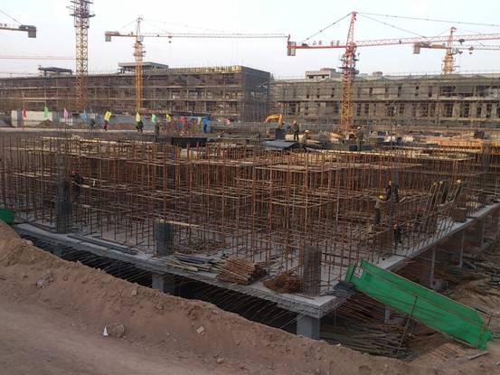 大连钢结构浅析彩钢板的循环利用! 推广大连钢结构是建筑业发展循环经济的重要内容,是传统土木建筑业的转型与升级。彩钢板工程具有强度高、自重轻、抗震性能好、地基基础费用省、建筑面积大、建筑品质高、适于工业化和标准化生产、可干式绿色施工、适合不同气候条件、不受施工季节影响、综合造价低等优点。净化彩钢板作为建筑业上的一大用材,随着科技的进步、环境意识的增强,人民生活水平的提高,彩钢板越来越显示出强大的生命力和广阔的市场前景,受到建筑、家电、机电、交通运输、室内装饰、办公器具以及其它行业的青睐。它简单便捷,加快了建